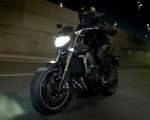 2014-Yamaha-MT-09-EU-Deep-Armor-Action-004